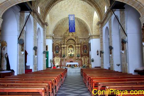 Interior de la Iglesia de Nuestra Señora de las Virtudes de Conil.