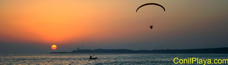Puesta de Sol en agosto de 2008, con parapente y barca a remo.