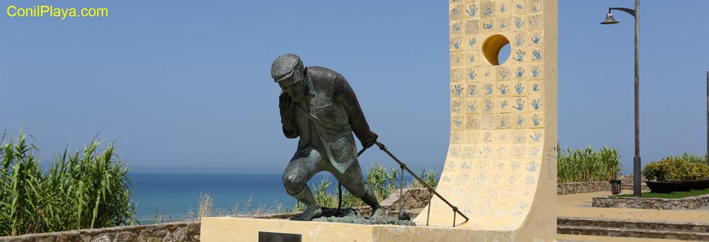 El Jabeguero. Monumento dedicado a los pescadores. Jabeguero: que pesca con Jabega.