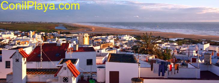 Vista de Conil y de la playa de Los Bateles y Castilnovo