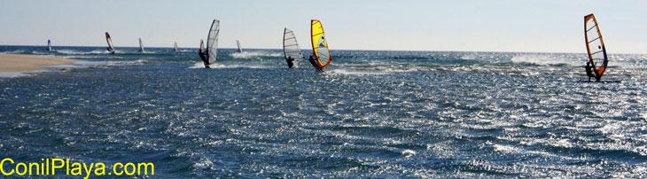windsurf en la playa de los Bateles, en la desembocadora del rio Salado con levante fuerte.