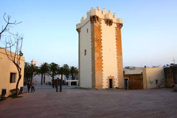 Torre de Guzman. Foto sin derecho de copia, se cede a la comunidad web. Propiedad de ConilPlaya.com.