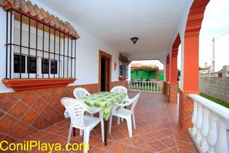 El porche de la casa en El Palmar es amplio.