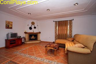El salón de la casa es amplio.