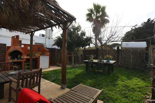 Apartamento con jardín, porche y barbacoa