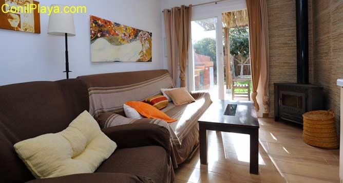 salón con sofá y butaca