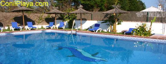 La piscina es compartida.