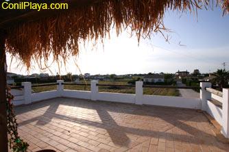 Vistas al Palmar desde la azotea del chalet. Las casas del horizonte están frente a la playa.