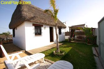 Casa en El Palmar tipo choza en zona tranquila.