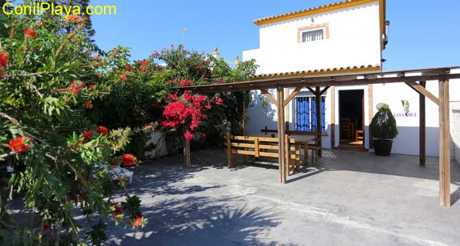 Vista general de la casa en El Palmar de Vejer con merendero.