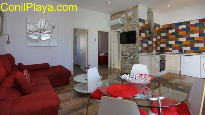 apartamento con amplio salón - comedor y cocina al fondo