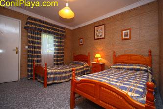 Dormitorio con 2 camas individuales. Y posibilidad de cama adicional
