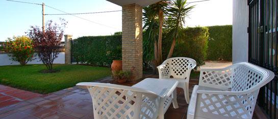 Mesa y sillas del porche.