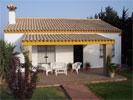 3 dormitorios,6 personas. Bonita casa en El Palmar con jardin, muy tranquila y cerca de la playa (5 minutos andando). Dispone de chimenea de leña, barbacoa, jardín con césped, aparcamiento privado.