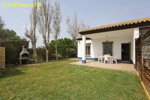 Casa con jardin, barbacoa, 2 dormitorios en El Palmar.