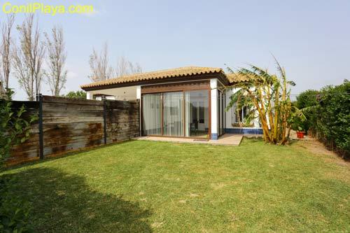 Casa con jardin, barbacoa, 2 dormitorios en El Palmar de Vejer, Cádiz.