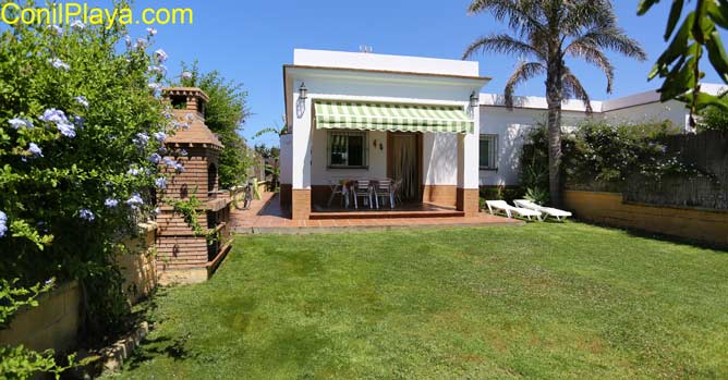 Jardin y el porche de la casa