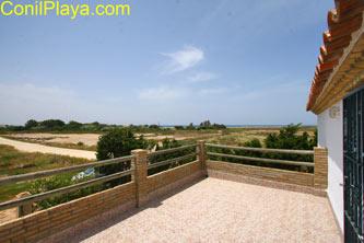 terraza con excelentes vistas a la playa de El Palmar