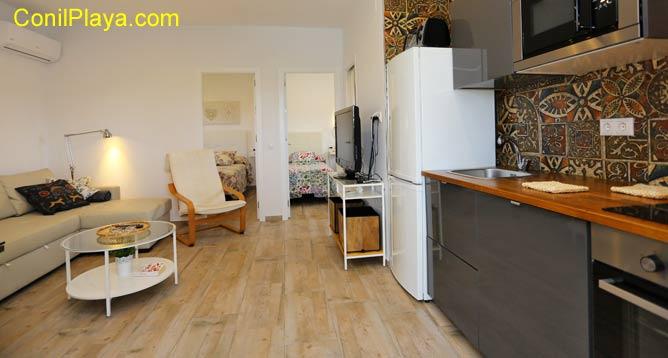 interior con la cocina y el salón