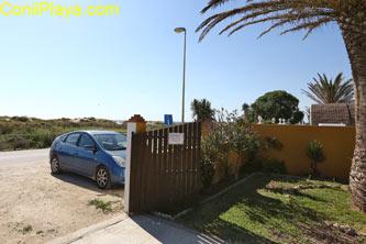 Casa con jardin, barbacoa, merendero, 2 dormitorios y muy cerca de la playa de El Palmar.