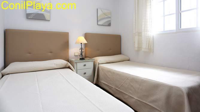 dermitorio con 2 camas.