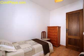 sinfonier del dormitorio con 2 camas