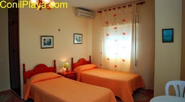 Todas las habitaciones del hostal cuentan con aire acondicionado