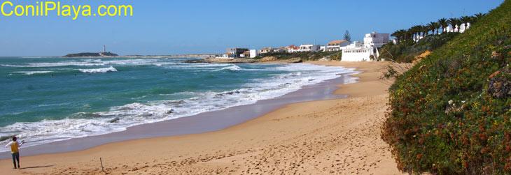 Playa de Los Caños de Meca, al fono el faro de Trafalgar. 1 Nov 2010