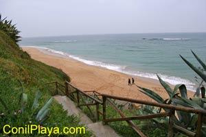 Escaleras de bajada a la playa.