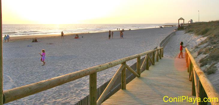 Escaleras de bajada a la playa. Julio de 2009.