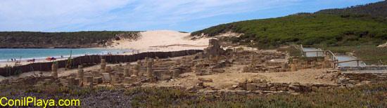 Ruinas de Baelo Claudia y playa de Bolonia.