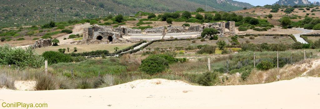 Ruinas de Baelo Claudia vista desde la playa.