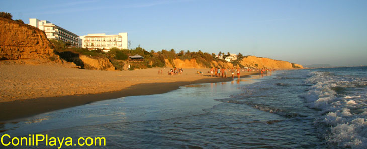 Vista general de la playa. A la izquierda el Hotel Flamenco.