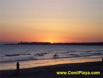 Atardecer en la playa de El Roqueo.
