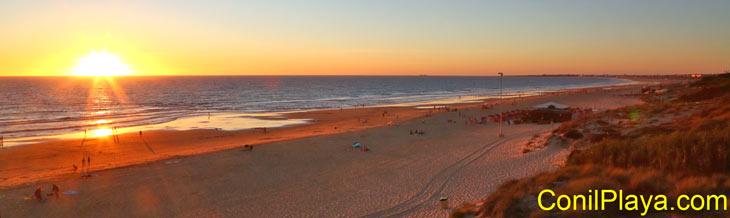 Atardecer en la playa de El Puerco.