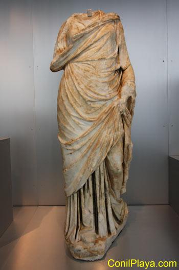 Escultura en marmol de dama o diosa