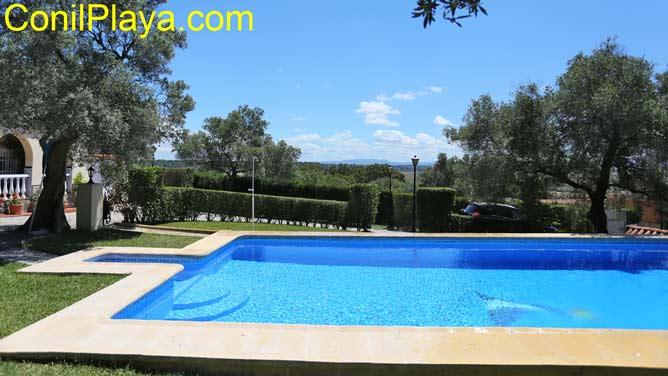 piscina con bonitas vistas