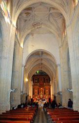 Interior de la iglesia Divino Pastor.