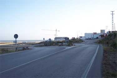 Rotonda a la llegada de Conil, hay que girar a la izquierda.