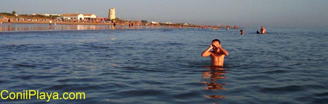 Playa de El Palmar, con el mar en calma.