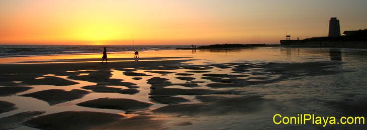 Puesta de Sol en la Playa El Palmar con Torre Nueva. Julio de 2009.