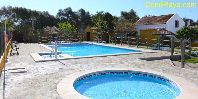 piscina infantil y de adultos